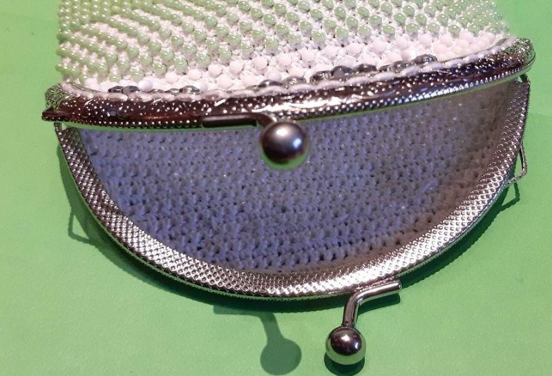 Kleinesbild - Perlenbeutel eleganter Schwan mit Taschenbügel und Griffen