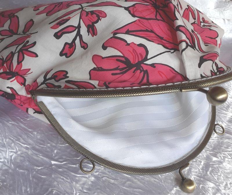 Kleinesbild - Frühlings Midi-Tasche mit roten Blumen - hochwertiger Taschen-Bügel mit 2 massiven Kugelgriffen