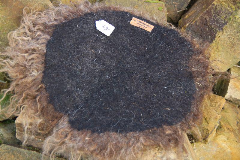 Kleinesbild - Sitzkissen aus Filz, vegetarische Felle