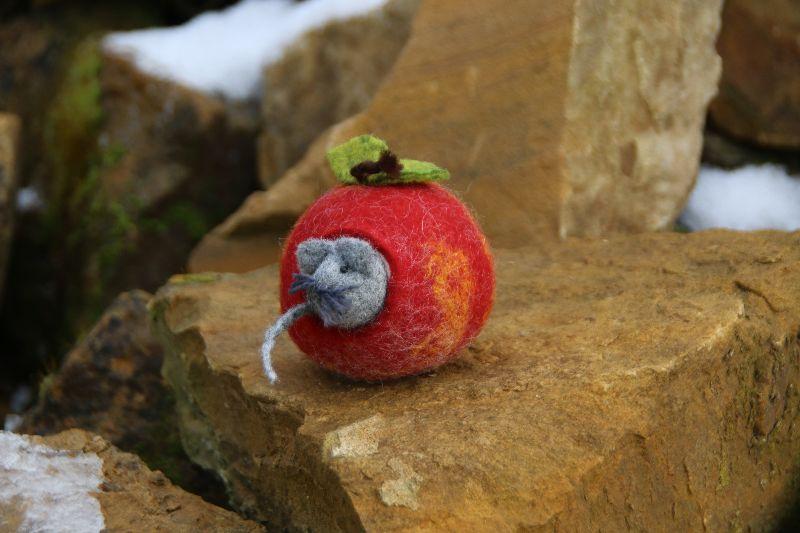 Kleinesbild - Apfelmäuschen, gefilzter Apfel mit gefilztem Mäuschen