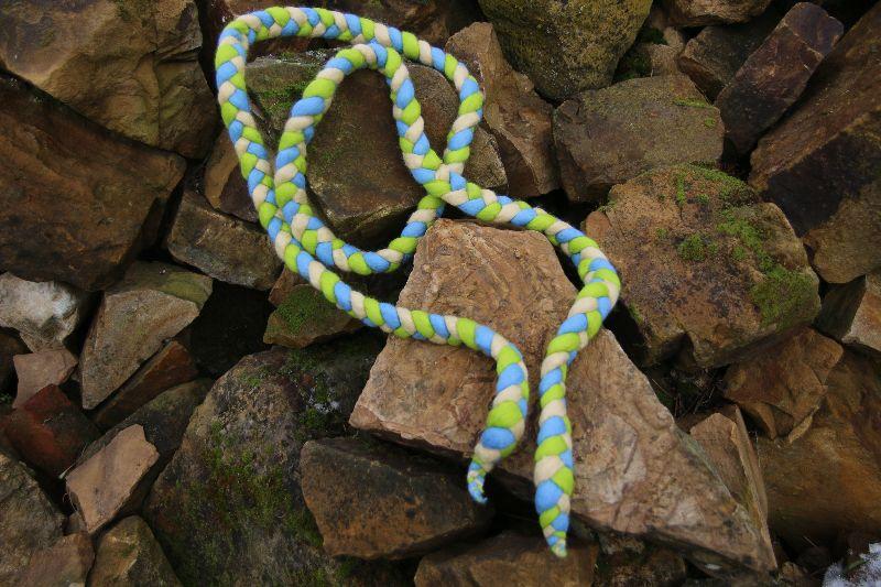 Kleinesbild - Spring- und Hüpfseil, geflochten und gefilzt, dreifarbig, creme-grün-blau