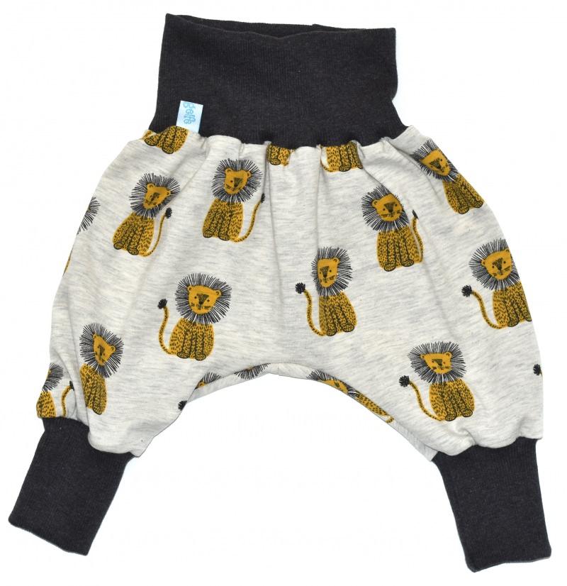 Kleinesbild - Baby oder Kinder Set Pumphose Mütze (Beanie oder Knotenmütze) Löwen, beige