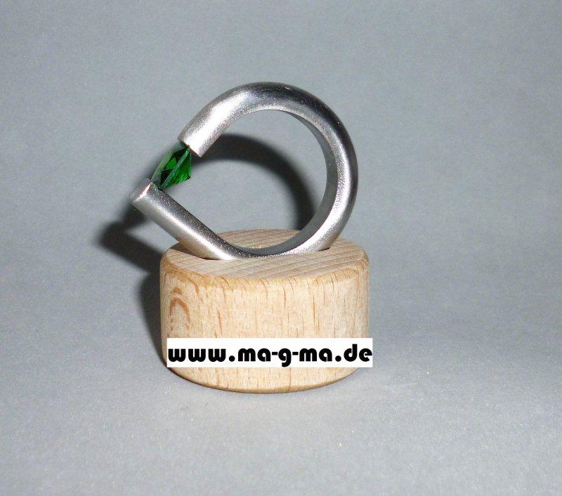 - Designer - Ring aus Edelstahl mit smaragdgrünem Zirkonia - Designer - Ring aus Edelstahl mit smaragdgrünem Zirkonia