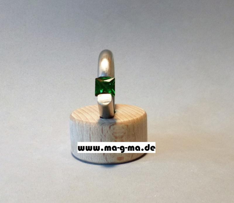 Kleinesbild - Designer - Ring aus Edelstahl mit smaragdgrünem Zirkonia