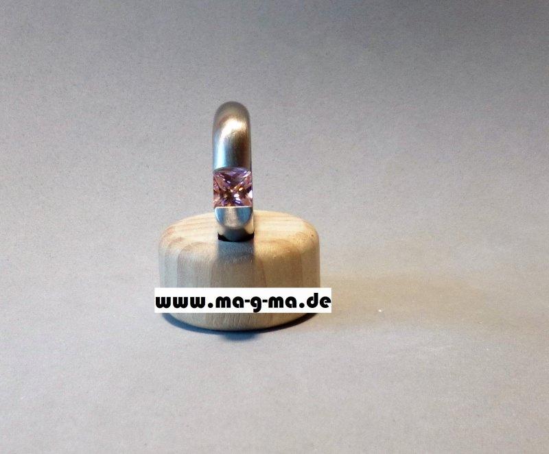 Kleinesbild - Designer - Ring aus Edelstahl mit pinkem Zirkonia - ohne Versandkosten kaufen