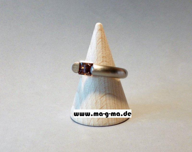 Kleinesbild - Designer - Ring aus Edelstahl mit braunem Zirkonia - ohne Versandkosten kaufen