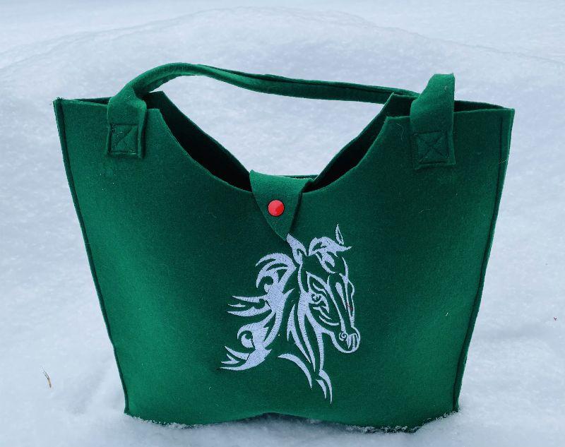 - Tasche mit Pferd Filz dunkel Grün, Shopper, Unikat, Einkaufstasche,Tragetasche, Handgenähte und Bestickte  - Tasche mit Pferd Filz dunkel Grün, Shopper, Unikat, Einkaufstasche,Tragetasche, Handgenähte und Bestickte