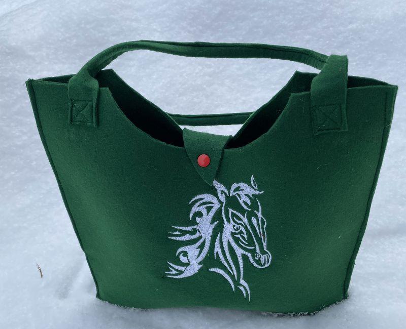 Kleinesbild - Tasche mit Pferd Filz dunkel Grün, Shopper, Unikat, Einkaufstasche,Tragetasche, Handgenähte und Bestickte