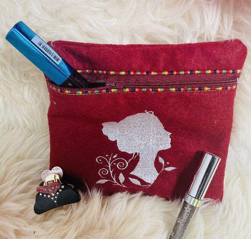 - Handgefertigte Kosmetiktasche bestickt mit Reißverschluß Unikat Beauty Frau - Handgefertigte Kosmetiktasche bestickt mit Reißverschluß Unikat Beauty Frau
