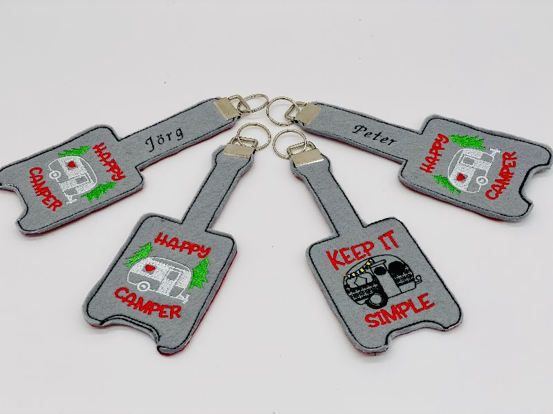 -  Schlüsselanhänger Schlüsselband personalisiert bestickt, mit Name und Wohnwagen -  Schlüsselanhänger Schlüsselband personalisiert bestickt, mit Name und Wohnwagen
