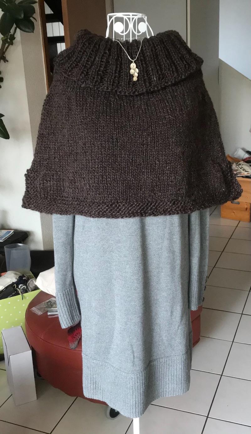 Kleinesbild - Kuscheliger Poncho mit großem Kragen aus reiner Wolle