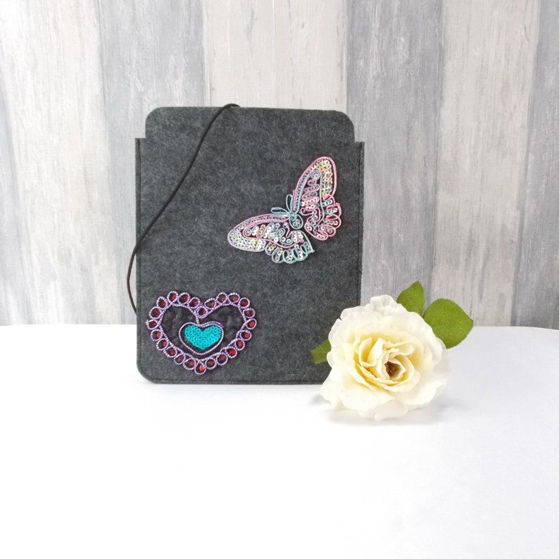 Kleinesbild - Tasche für E-Reader oder Tablett, Filz, Storage bag, mittelgrau, Schmetterlinge