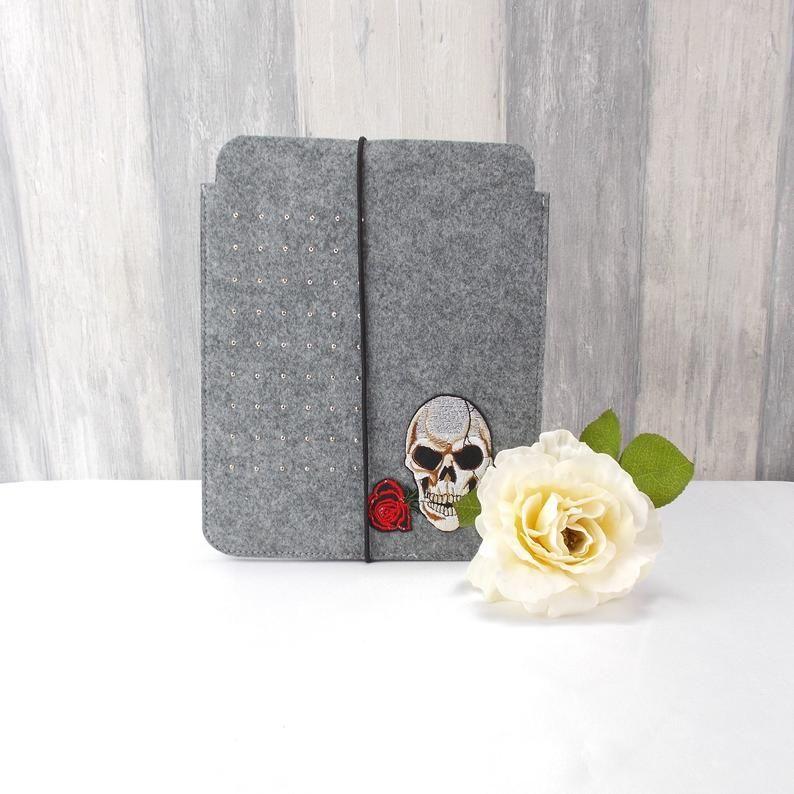 - Tasche für E-Reader oder Tablett, Filz, Storage bag, mittelgrau, mit Totenkopf - Tasche für E-Reader oder Tablett, Filz, Storage bag, mittelgrau, mit Totenkopf
