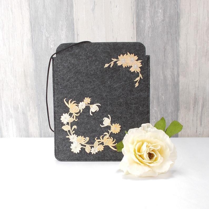 Kleinesbild - Tasche für E-Reader oder Tablett, Filz, Storage bag, dunkelgrau, Blütenkranz