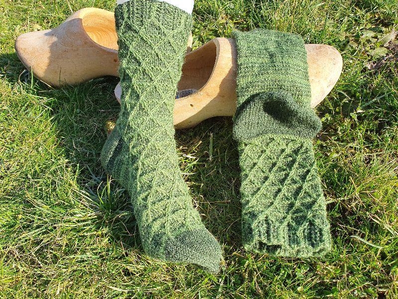 Kleinesbild - Gestrickte Socken im Matrixmuster für Gr. 38-39 handgestrickt von NahtundMasche, Wollsocken, Kuschelsocken