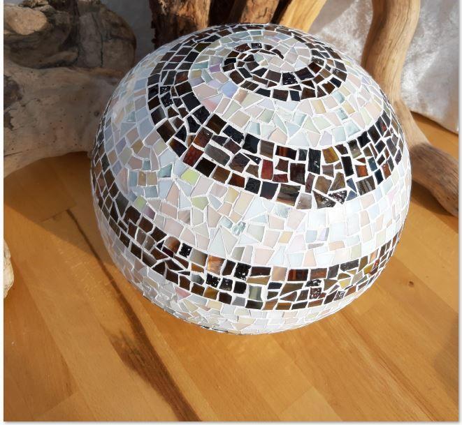 - Mosaik Spiralkugel braun beige 35cm Gartenkugel Tiffanyglas - Mosaik Spiralkugel braun beige 35cm Gartenkugel Tiffanyglas