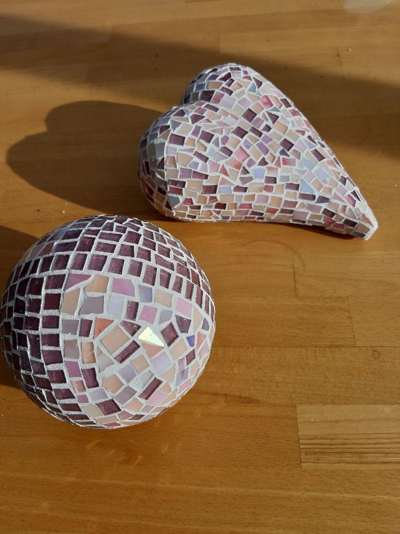 Kleinesbild - lila rosé Kugel 12cm Mosaik Dekokugel schwimmt Gartenkugel Rund Tiffany Teichdeko