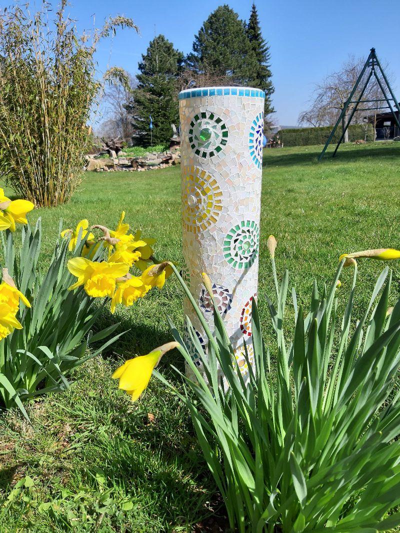 Kleinesbild - Mosaik Säule 56cm Blumenmuster bunt Tiffany Gartendeko Röhre Deko Blüten