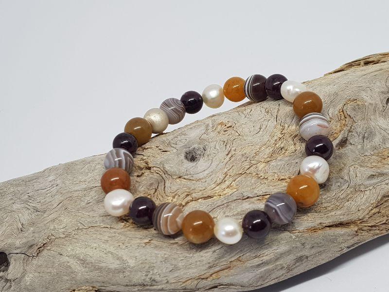 Kleinesbild - Ein Armband aus Topas, Achat, Granat & Perlen, das dir beistehen will.