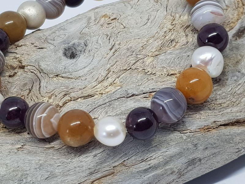 - Ein Armband aus Topas, Achat, Granat & Perlen, das dir beistehen will. - Ein Armband aus Topas, Achat, Granat & Perlen, das dir beistehen will.