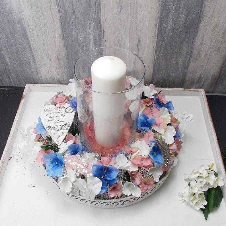 Kleinesbild - Tischgesteck, groß, mit Hortensienblüten, Windlicht