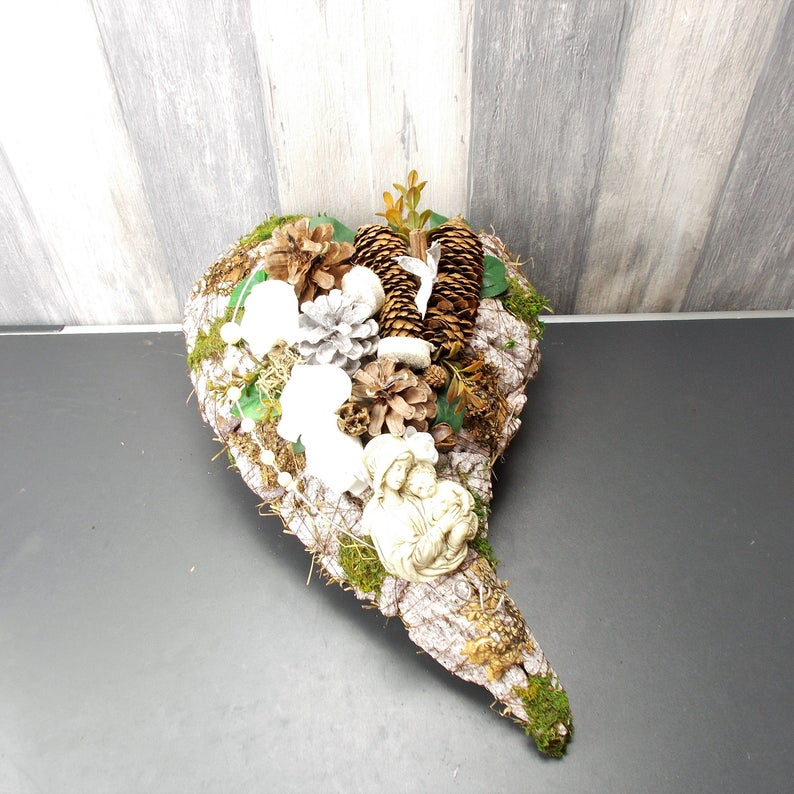 Kleinesbild - Grabgesteck Herz mit Madonna, Grabschmuck, Trauerfloristik, Trauergesteck,
