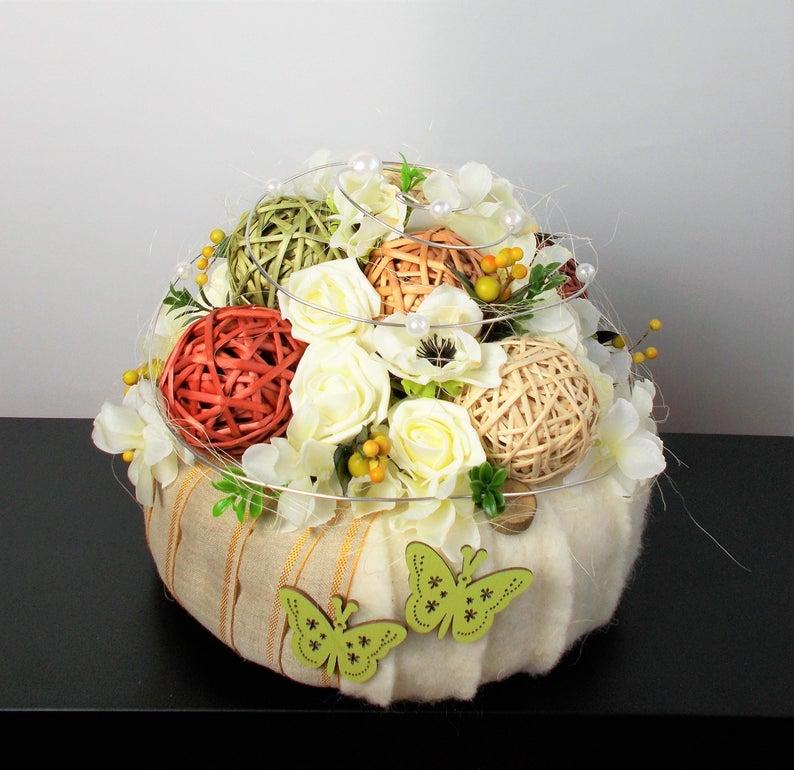 Kleinesbild - Tischdeko modern, creme, Torte, elegant, Tischgesteck