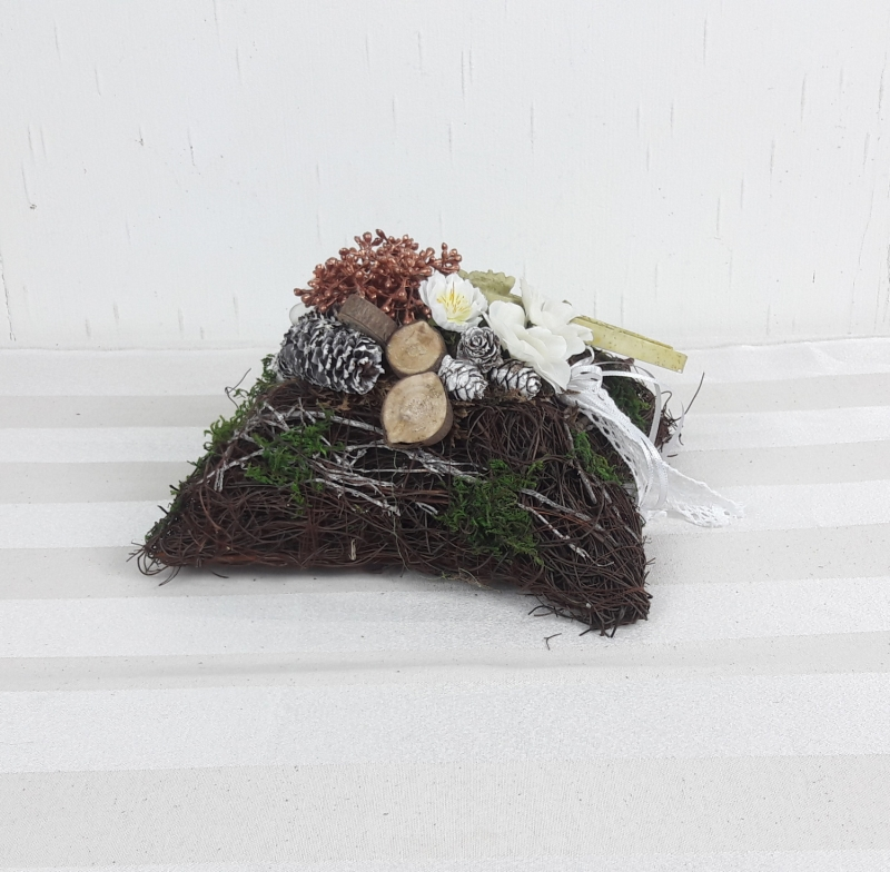 Kleinesbild - Grabgesteck Kissen mit Kreuz, Grabschmuck, Allerheiligengesteck, Trauerfloristik, Trauergesteck