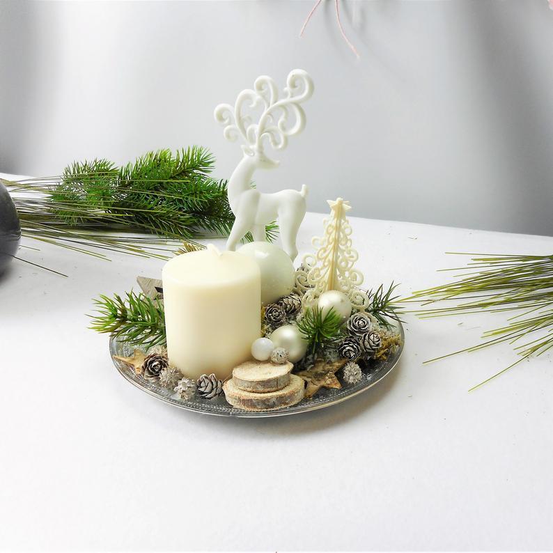- Adventsgesteck, weiß mit Kerze und Hirsch, edel, Weihnachtsdeko - Adventsgesteck, weiß mit Kerze und Hirsch, edel, Weihnachtsdeko
