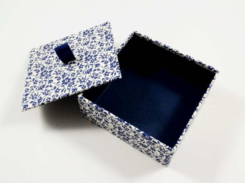 Kleinesbild - Schachtel klein aber fein - blaue Blumen
