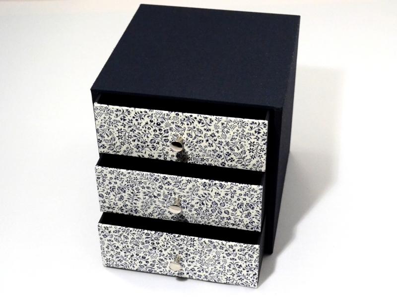 Kleinesbild - Schachtel mit 3 Schubladen blaue Blumen Buchbindehandwerk von Pappelapier