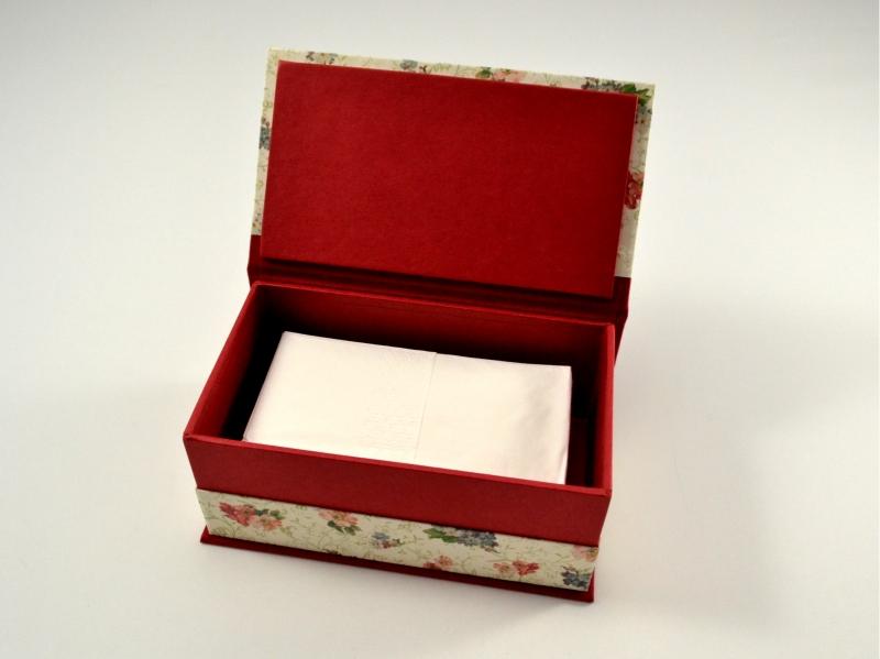 Kleinesbild - Schachtel mit Klappdeckel nicht nur für Taschentücher Buchbindehandwerk von Pappelapier