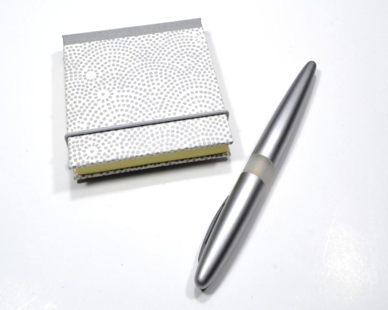 - Haftnotiz, Klebezettel Mäppchen silberne Punkte Buchbindehandwerk von Pappelapier - Haftnotiz, Klebezettel Mäppchen silberne Punkte Buchbindehandwerk von Pappelapier