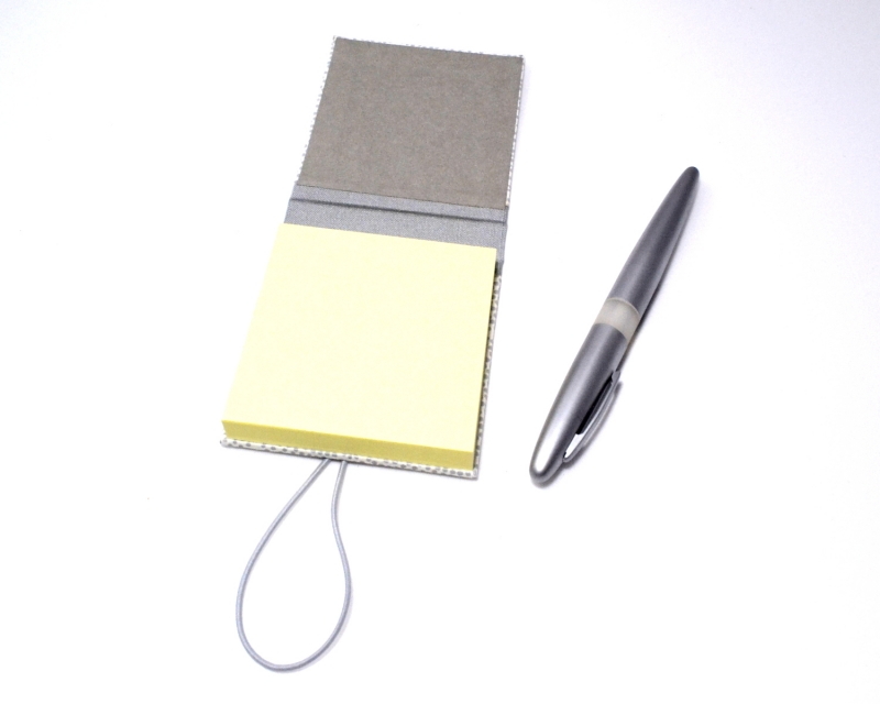Kleinesbild - Haftnotiz, Klebezettel Mäppchen silberne Punkte Buchbindehandwerk von Pappelapier