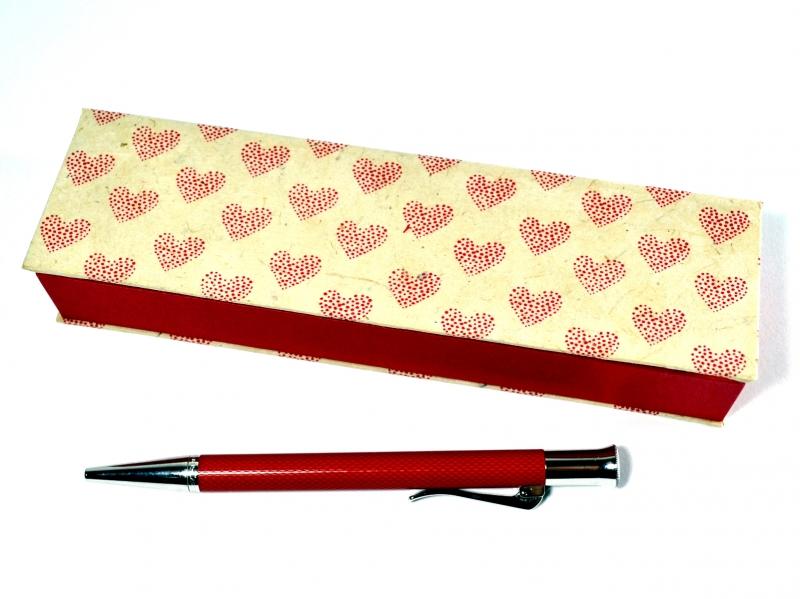 Kleinesbild - Geschenkschachtel für einen besonderen Stift -  Herzen