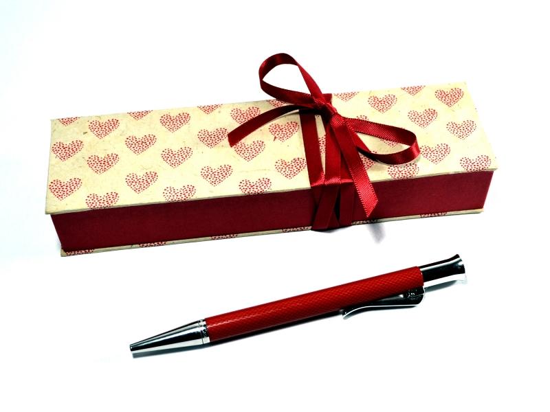 - Geschenkschachtel für einen besonderen Stift -  Herzen  - Geschenkschachtel für einen besonderen Stift -  Herzen