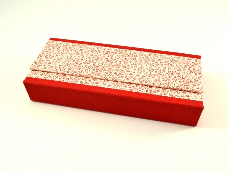 Kleinesbild - Stiftschachtel Stiftbox Griffelkasten rote Blumen