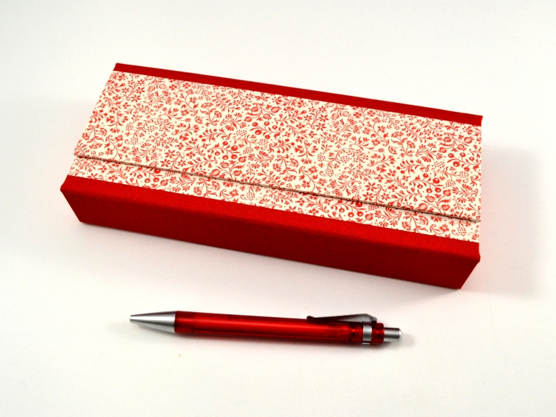 - Stiftschachtel Stiftbox Griffelkasten rote Blumen  - Stiftschachtel Stiftbox Griffelkasten rote Blumen