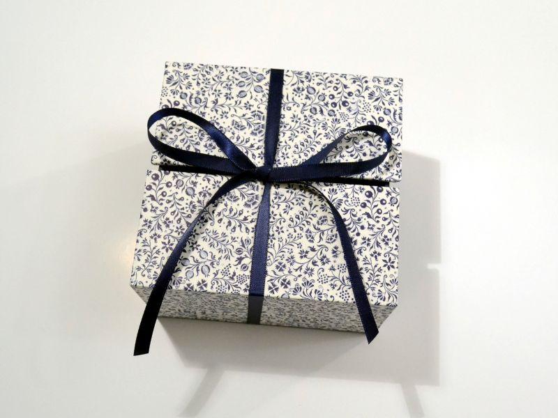 Kleinesbild - Schachtel für Geschenke - blaue Blumen