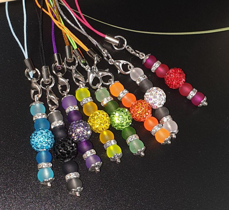 Kleinesbild - Taschenanhänger, Handyanhänger, Schlüsselanhänger aus Perlen mit Strass
