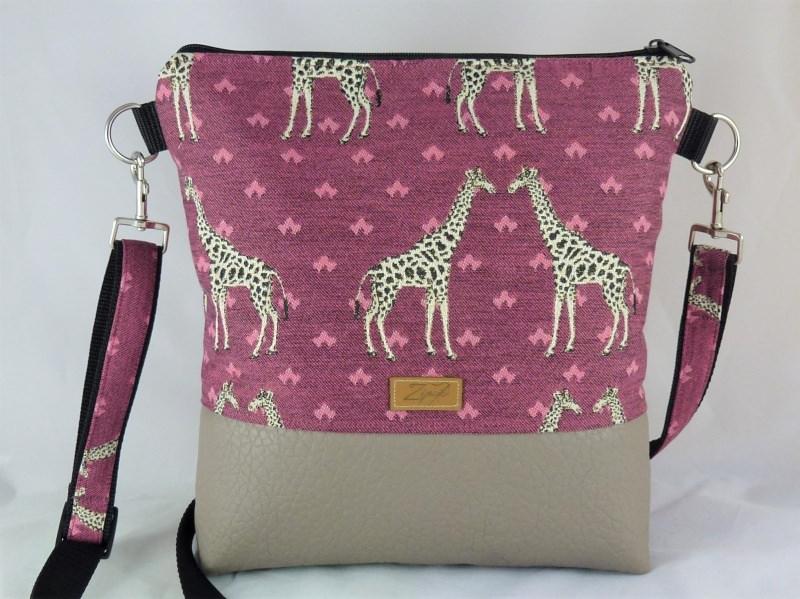 - Umhängetasche in bordeaux mit Giraffen, Schultertasche - Umhängetasche in bordeaux mit Giraffen, Schultertasche