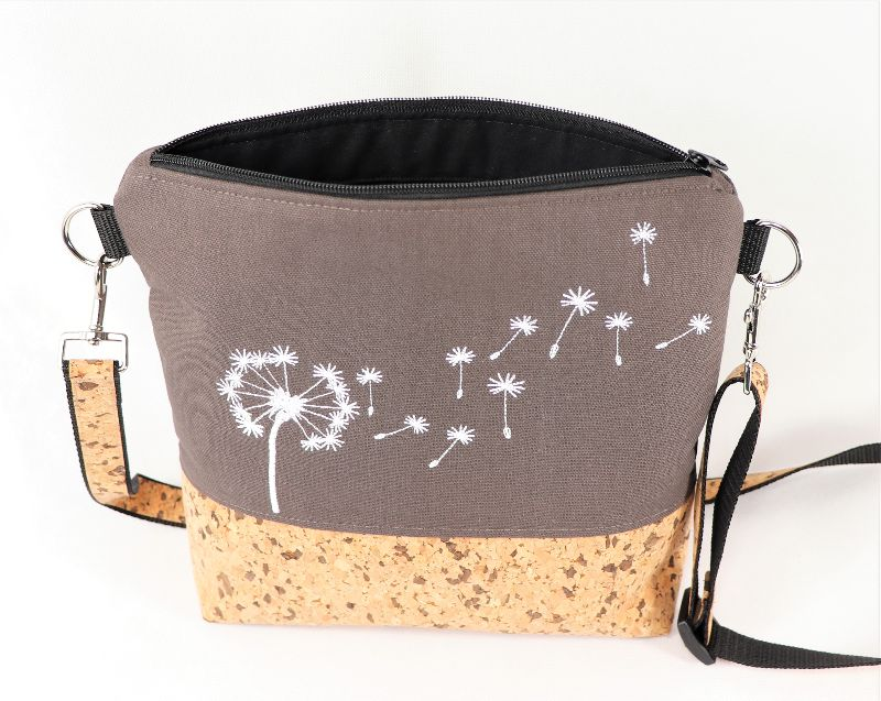 Kleinesbild - Umhängetasche, Korktasche mit Stickerei Pusteblume, Schultertasche braun