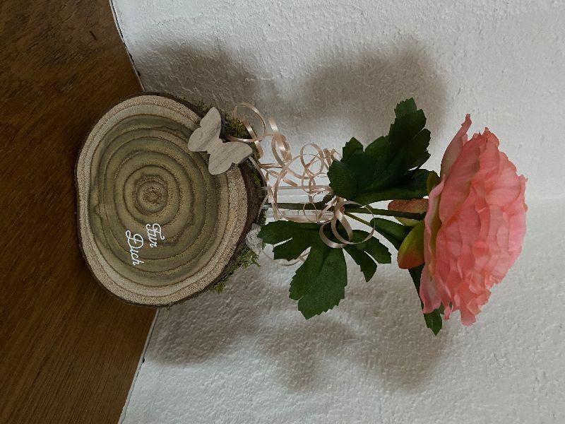 - Muttertagsgeschenk, Holzscheiben mit schöner Maserung als Blumenvase - Muttertagsgeschenk, Holzscheiben mit schöner Maserung als Blumenvase