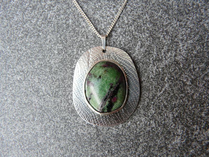 - Silberkette mit Silberanhänger mit einem Zoisit - Silberkette mit Silberanhänger mit einem Zoisit