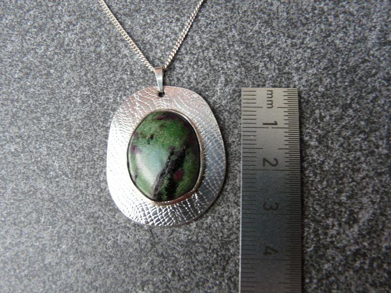 Kleinesbild - Silberkette mit Silberanhänger mit einem Zoisit