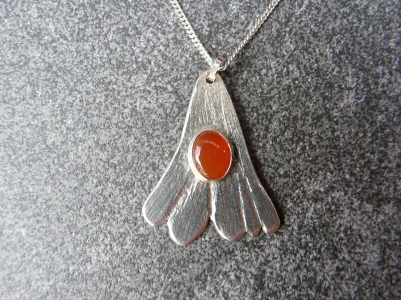 - Silberkette mit Silberanhänger mit einem Karneol - Silberkette mit Silberanhänger mit einem Karneol