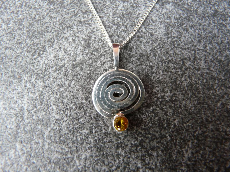 - Silberkette mit Silberanhänger mit einem Citrin - Silberkette mit Silberanhänger mit einem Citrin