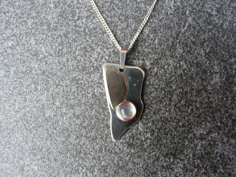 - Silberkette mit Silberanhänger mit Goldauflage und Mondstein - Silberkette mit Silberanhänger mit Goldauflage und Mondstein