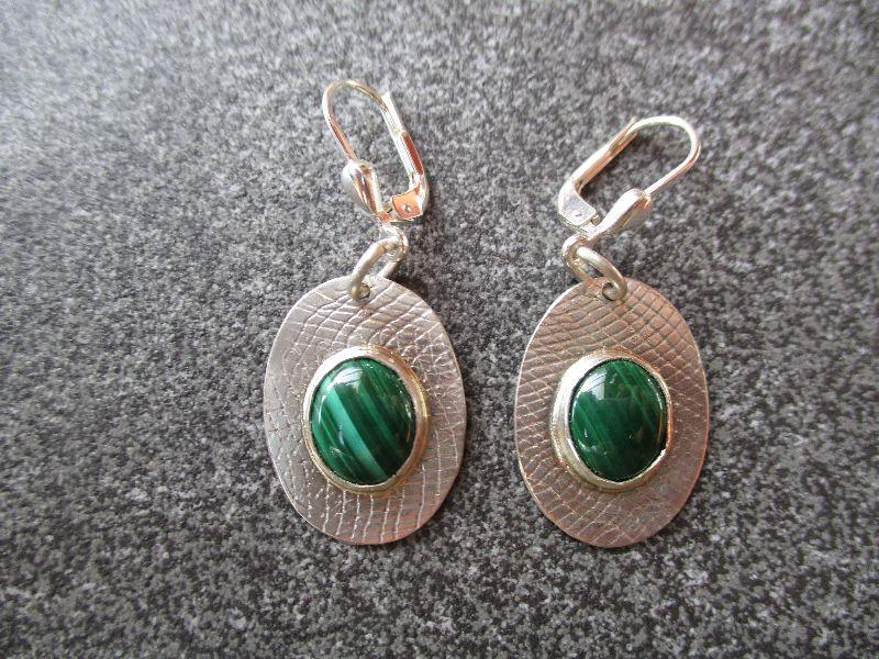 - Ohrhänger aus 925 Silber in ovaler Form mit 10x8 mm Malachit Steinen - Ohrhänger aus 925 Silber in ovaler Form mit 10x8 mm Malachit Steinen