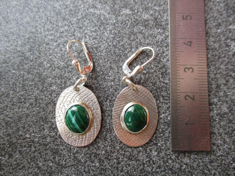 Kleinesbild - Ohrhänger aus 925 Silber in ovaler Form mit 10x8 mm Malachit Steinen